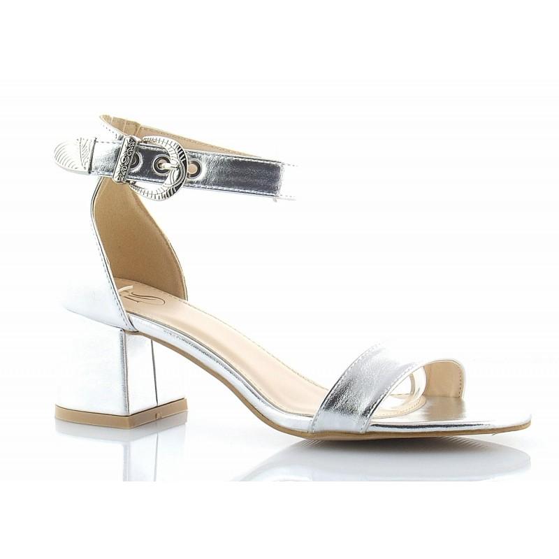 43f0762ce1ac4 Bardzo atrakcyjne w wyglądzie, klasyczne sandały z piętką i paskiem wokół  kostki w kolorze srebrnym.