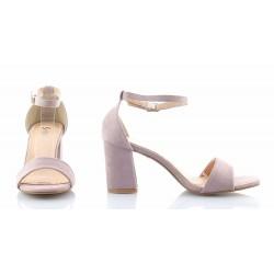 9026178c07879 Klasyczne, bardzo eleganckie sandały na średnim słupku, z paskiem wokół  kostki, zamszowe w kolorze lawendowym